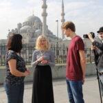 Unga möter unga i gammal stad