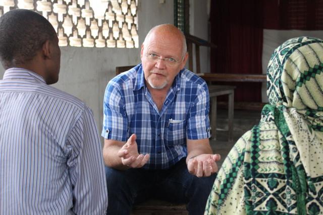 En finlandssvensk tanzanier som drömmer om Swahilikusten